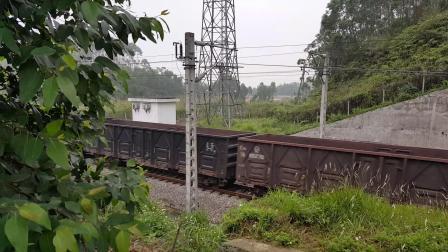 广铁广段东风4B型7637号下行货列内燃机车
