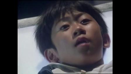 小男孩醒来发现自己被绑了起来,所有人都被关在一个巨型盒子里!