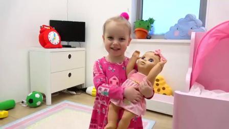 Gaby和Alex假装玩冰淇淋车玩具和婴儿娃娃2小孩亲子家长