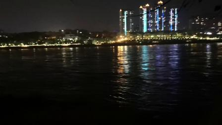 西双版纳傣族自治州景洪市澜沧江的夜景,视频解说错了,澜沧江在国外其实叫湄公河。