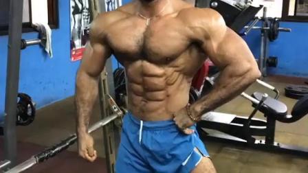 健身房肌肉男1