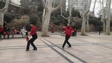 学舞蹈《桃花红杏花白》