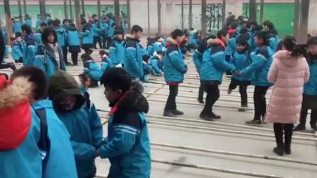 襄阳市樊城区竹条实验中学特色大课间活动之竹竿舞