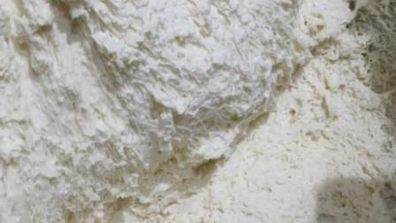 白酒发面法:50°以上的白酒10克,面粉500克酵母3克,白糖10克温水270克