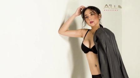 泰国小姐姐身穿黑色内衣拍摄杂志大片