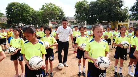 万宁市南桥学校_吴天超_足球脚内侧运球与游戏