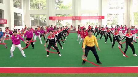 上饶柔力球培训班学员学练大型广场基础表演套路《我和我的祖国》