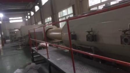 华泽塑机轴向中空壁管材生产线