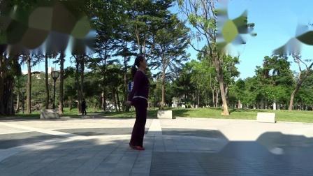 娇娜广场舞 《溜溜的她》 演示:香香_01