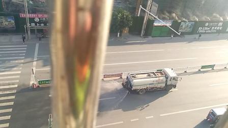 东河路_道路洒水 ――洒水车 ――20180407