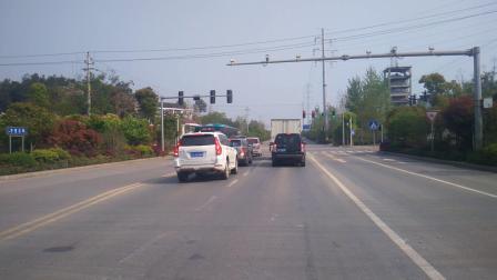 娄底市吉星北路经开区十字路口等红绿灯左转弯娄涟公路!