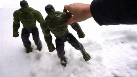 五个在床上玩跳跃雪地英雄儿童玩具