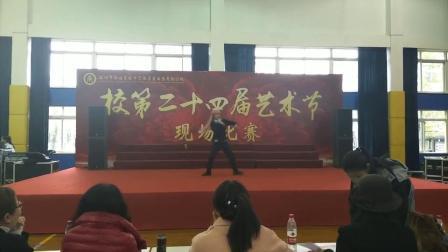 艺术节某学生模仿蔡徐坤,一等奖!秀逗!