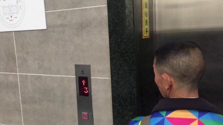 重庆市渝中区凯旋路电梯下行