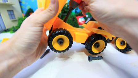 米妮讲故事玩具乐园 小汽车维修工具的使用 玩具挖掘机总动员