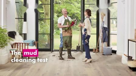 实木复合地板污泥清洁测试