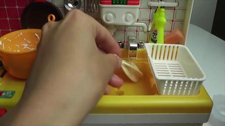 趣味食玩和小萝莉酱酱一起在迷你厨房做草莓蛋糕!