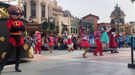 Shanghai Disneyland's Spring Mickeys colors of the rainbow show