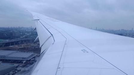 海南航空波音787-9在虹桥机场降落,反推吹水