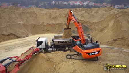 斗山DX380LC-5挖掘机装车