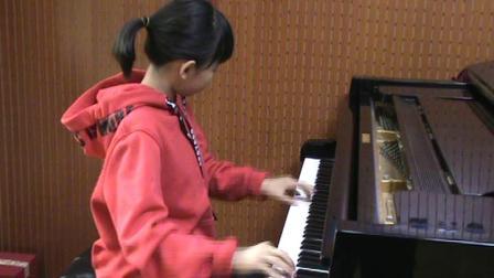 郑州美女小学生钢琴即兴演奏《我和我的祖国》
