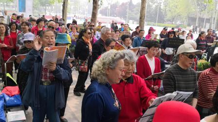 北京快乐之声合唱团中关村大合唱《祖国万岁》《军人本色》指挥:张海霞。主持:刘亚萍。乐团中关村伴奏。歌声与微笑摄制。2019年04月23日。