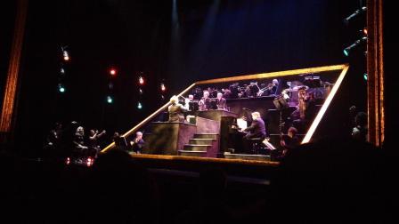 音乐剧《芝加哥》下半场开场曲。