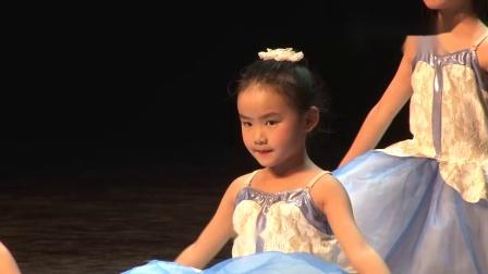 玛丽·柏莎芭蕾学员演出《月光之舞》