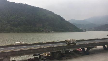 运行于金温货线良岸站附近的瓯江泮
