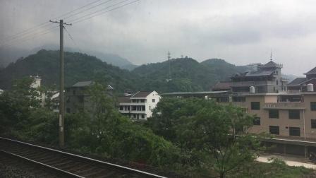 K943次贵阳至温州通过金温货线 芝溪站