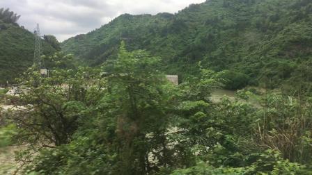 金温货线 K102次通过长坑站附近的瓯江上游