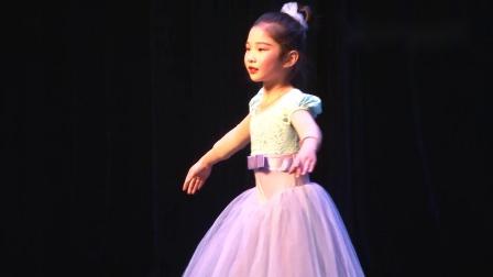 玛丽·柏莎芭蕾学员演出《牧童彩带舞》