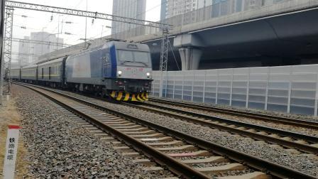 胶济线青岛上海路天桥拍车:K1136次