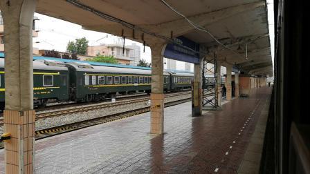 西局西段先锋号韶山7D牵引客车进咸阳站(车次忘了)