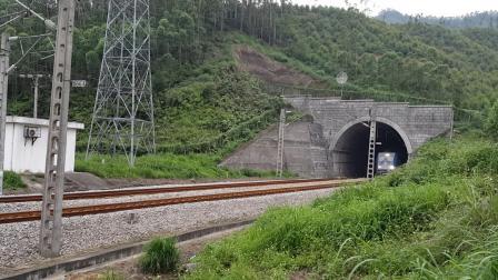 广铁株段和谐HXD1C6080号上行货列