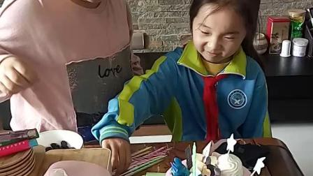 8岁的生日蛋糕~插蜡烛
