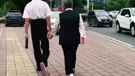 不羡慕街头亲吻的情侣,只羡慕牵手漫步的老人~执子之手  与子偕老