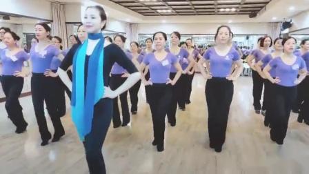 艾尚化妆美容职业培训学校形体礼仪课—腿部运动