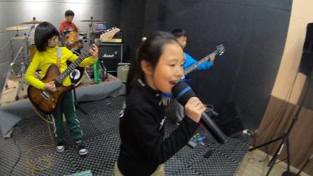 核桃树音乐果儿乐队排练