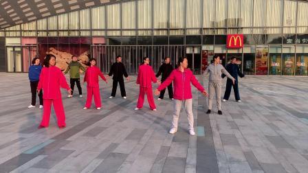 山西省长治市王雁太极拳队演练八段锦