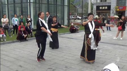 景泰县中老年锅庄舞协会及兰州联合队都江堰联谊活动(17)