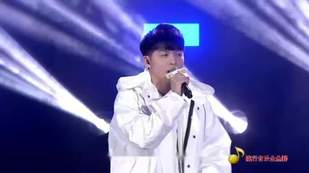 许佳麟致敬偶像周杰伦,现场演唱用50首杰伦的歌名创作出的《我的青春是周杰伦》