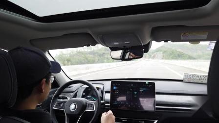 车道辅助工作后方向盘自动修正方向