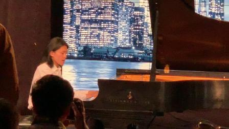 【美国中视】频道:记者汪惠根播报《曼哈顿之夜音乐会。