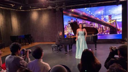 【美国中视】频道:记者汪惠根报道:《曼哈顿之夜》演唱会