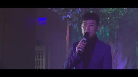 主持人何涛开场视频