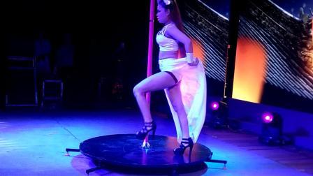 可爱女歌手郭琳萱  现代钢管舞 白狐