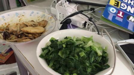 190506-11:20陶金煮菜给我们吃咸蛋黄菌菇 阿姨做的无油无盐青菜
