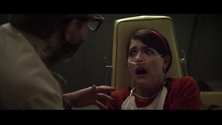 女孩去拔牙,看到护士脖子装了个拉链,一挥手还把医生的脸弄掉了