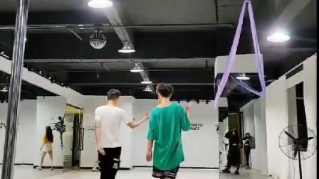 深圳尚虞国际专业走秀一对一培训教学